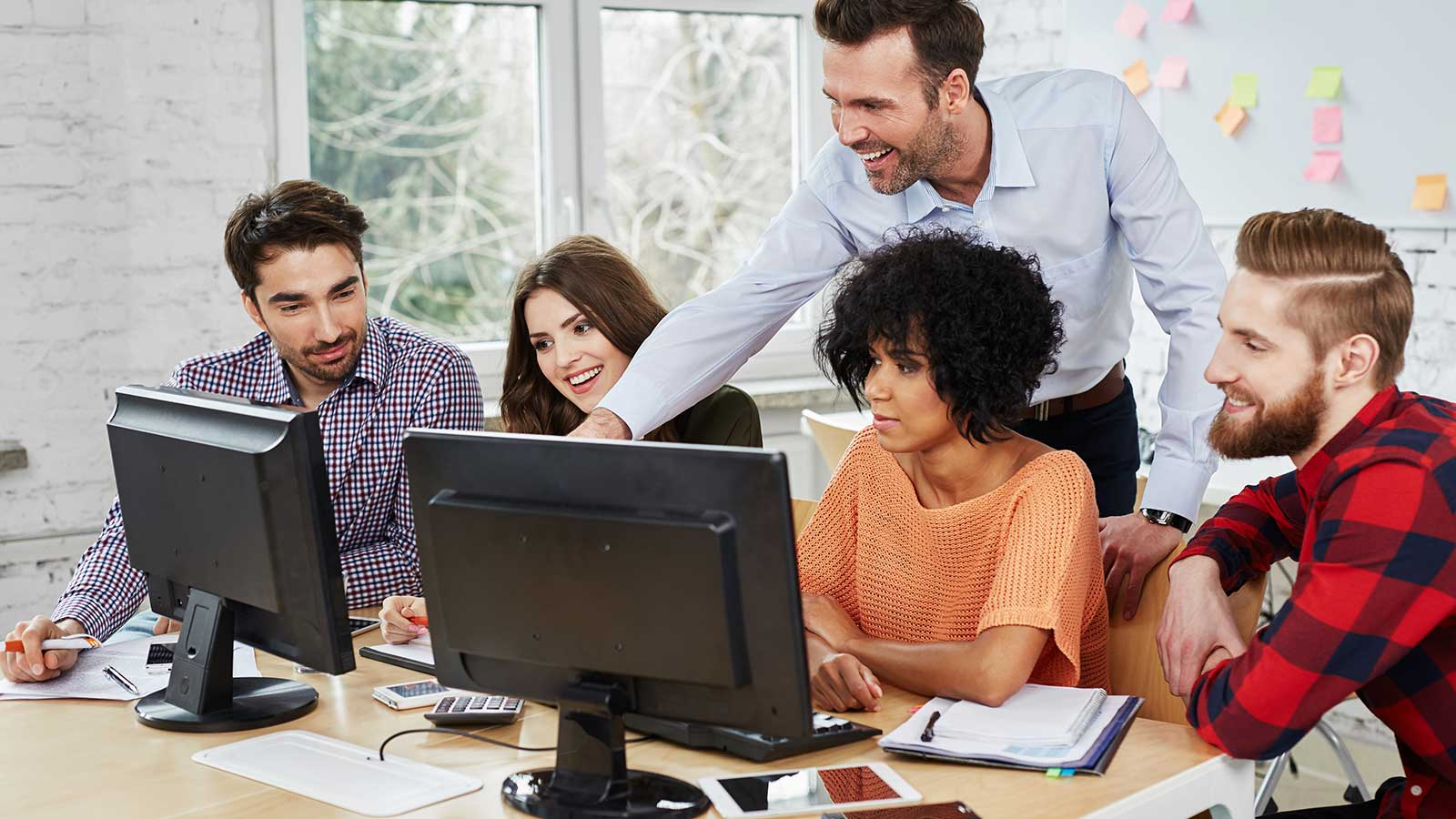 Identifying teamwork behaviours through computer simulation